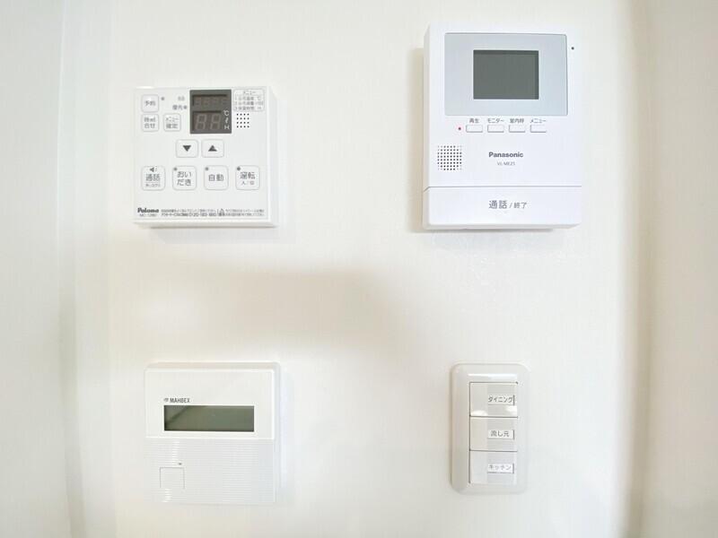 【給湯器リモコン/モニター付きインターホン/24時間換気システム】