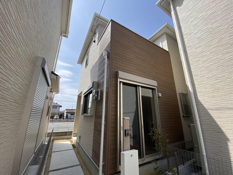 南海本線「湊」駅より徒歩14分の立地です。阪堺電気軌道阪堺線「東湊」駅徒歩3分も利用できます♪