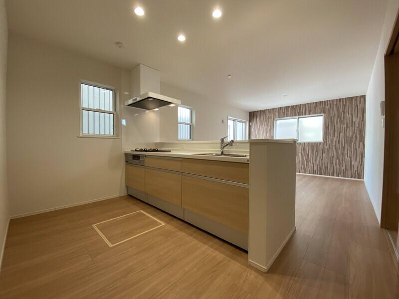 【キッチン】オープンキッチンでお子様の様子を見ながら料理ができます♪