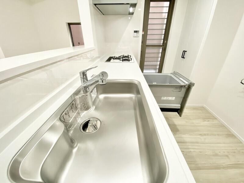 【キッチン】浄水器兼用混合栓や食器乾燥機を備えたシステムキッチンを採用♪