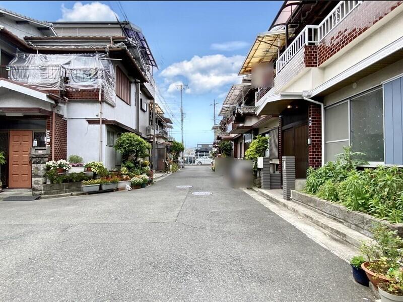 【前面道路】南海本線『諏訪ノ森』駅より徒歩9分の好立地♪1Fの間取りが変更された素敵なお住まいです♪