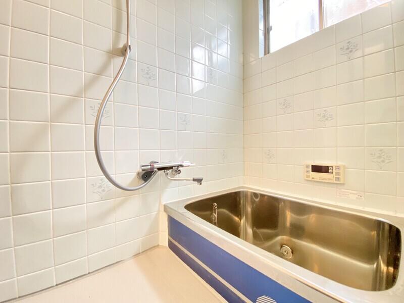 【バスルーム】使い勝手の良いシャワーです♪追い炊き機能付給湯や浴室乾燥機を完備しています♪癒しの場に使ってください♪