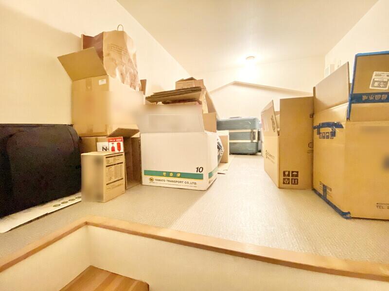 【屋根裏収納】普段使わない物を置くのに大助かりです♪いつでも内覧可能です♪お気軽にお問合せください♪