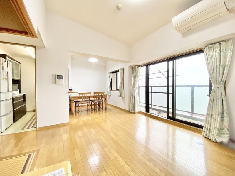 【LDK16.1帖】勾配天井の広々した空間にはどんな家具を置きますか♪ご家族が生活する姿を思い描くとワクワクしますね♪