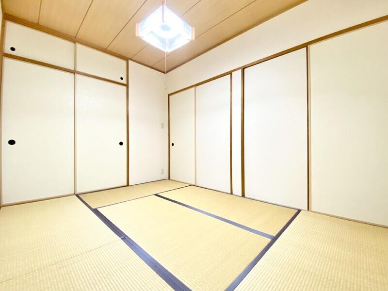 【和室6.0帖】畳の上でゆっくりしたい時にお使いください♪襖を閉めればしっかりプライベートを保てます♪