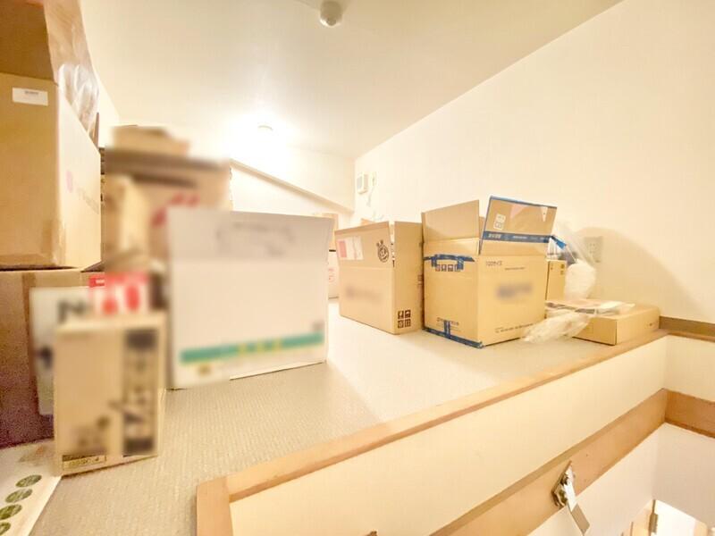 【屋根裏収納】撮影時にはまだお荷物が置かれていましたが、これがなくなったスペースを想像してください♪普段使わない物を置くのに大助かりです♪