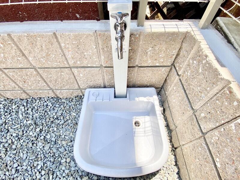 【駐車場にある水栓】