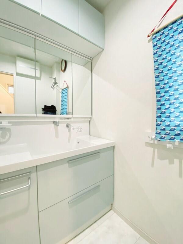 【洗面所】しっかり収納できる洗面台付♪朝の身支度はこちらで^^